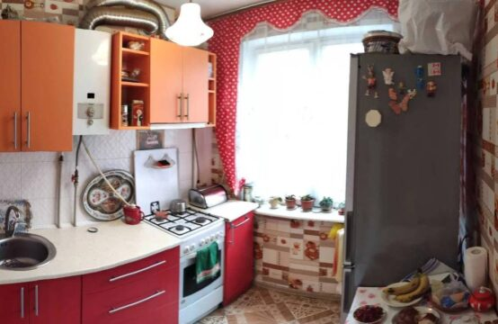 Продам 3-х комнатную квартиру, пр-т Космонавтов