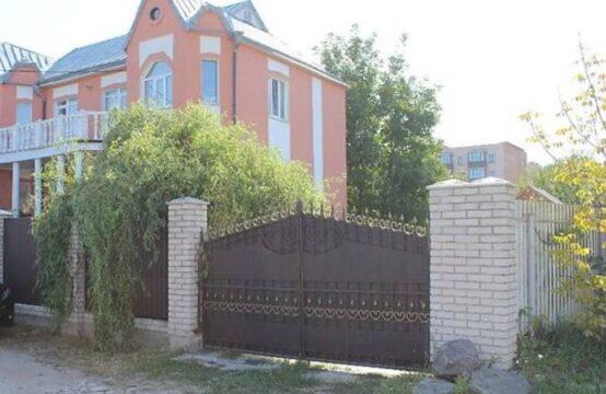 Продам большой2-х этажный дом в с. Агрономичное